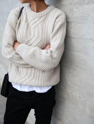 jersey-de-ochos-en-beige-vaqueros-negros-bolso-bandolera-de-cuero-negro-large-7312
